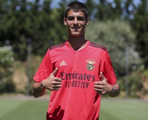 Kaloyan Kostov signs with Benfica